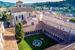 Benedictijnen grondleggers van mousserende wijn Wijnzat